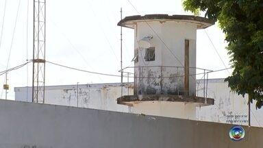 Detento é encontrado morto dentro de cela em cadeia de Penápolis - Um homem foi encontrado morto na noite de domingo (20) dentro de uma cela da cadeia de Penápolis (SP).