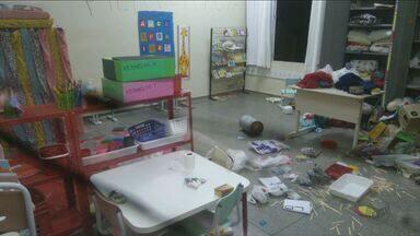 Escola municipal de Rio Claro, SP, é invadida e depredada - Por conta do crime, aulas foram suspensas nesta segunda-feira (21).