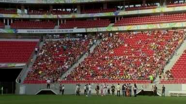 Após 3 meses, Mané Garrincha reabre para Copa Gari de Futebol - O estádio está fora do campeonato brasileiro e está na mira de denúncias de corrupção.