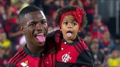 Com grande atuação de Vinicius Junior, Flamengo vence o Atlético-GO na Ilha do Urubu - Com a vitória, rubro-negro retornou ao G-6 na tabela do Brasileirão.