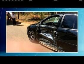 Motociclista morre e adolescente fica ferido em acidente na BR-116, em Inhapim - Segundo a Polícia Militar Rodoviária, o motociclista bateu em um carro, que fazia uma conversão na pista; causas do acidente serão investigadas.