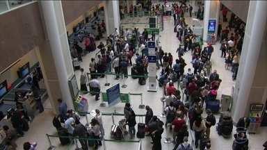 Mau tempo prejudica o funcionamento do aeroporto Santos Dumont, no RJ - Nove voos foram cancelados e três pousos desviados para o aeroporto do Galeão.
