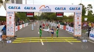 Atleta do Cruzeiro vence Meia Maratona do Rio por um segundo de vantagem - Atleta do Cruzeiro vence Meia Maratona do Rio por um segundo de vantagem