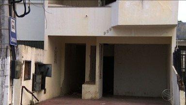 Casas abandonadas são motivo de transtornos - Casas abandonadas são motivo de transtornos.