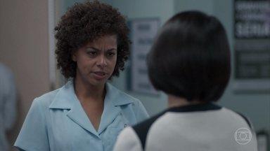 Mitsuko quer se unir a Nena para acabar com o namoro da filha - A médica tenta convencer a técnica de enfermagem a juntar forças para separar Tina de Anderson