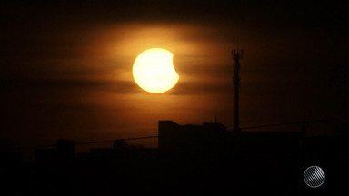 Eclipse solar é visto a olho nu em Salvador e Vitória da Conquista - Veja mais detalhes na Previsão do Tempo.