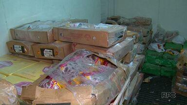Operação da polícia apreende quase meio milhão de reais em produtos alimentícios - Estava tudo em um galpão no município de Pitanga. São 12 toneladas de produtos roubados durante o transporte.