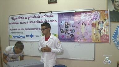 MS amplia vacinação contra o HPV para homens e mulheres também em Rondônia - O Ministério da Saúde ampliou a vacinação de HPV para homens e mulheres até 26 anos em todo país. Em Porto Velho as pessoas já podem procurar os postos de saúde.
