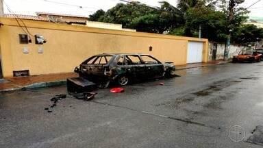 Bombeiros vão à Arraial do Cabo, resolver um caso, e tem a mangueira do veículo roubada - O corpo de Bombeiro foi até o local para resolver o caso de um veículo movido à gás que estava em chamas.