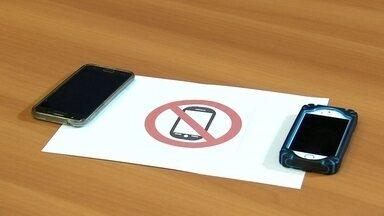 Sem celular - Você acredita que é possível duas jovens que não querem ter celular hoje em dia? Clique e veja: