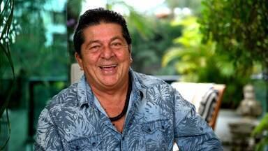 Stepan Nercessian presta homenagem e lista as principais características do Chacrinha - Em comemoração ao centenário do Chacrinha, ator que interpreta o Velho Guerreiro recupera as marcas registradas deste comunicador que marcou história na TV brasileira.