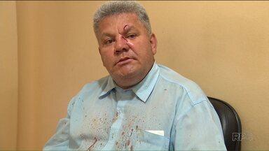 Motorista de ônibus é agredido enquanto trabalhava, em Maringá - O passageiro teria errado a linha de ônibus esta manhã. A confusão acabou em briga e o motorista ficou machucado no rosto.