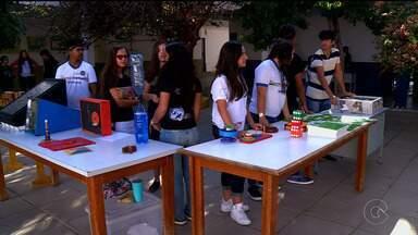 Feira de profissões auxilia estudantes de Petrolina - Os estudantes de Petrolina receberam uma ajuda especial para escolher que profissão eles mais se identificam.