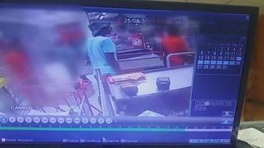 Grupo armado invade e assalta supermercado em São Vicente - Crime ocorreu por volta das 18h de sexta-feira. Até o momento, ninguém foi preso.