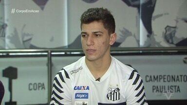 Vitor Bueno fala sobre lesão e vontade de voltar a jogar - Lesionado, meia do Santos deve retornar aos campos somente em 2018.