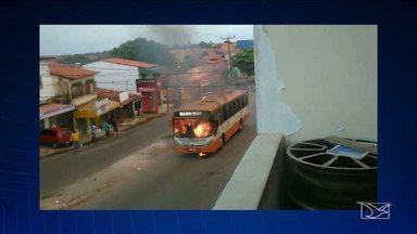 Ônibus pega fogo em São Luís - Ônibus pega fogo em São Luís