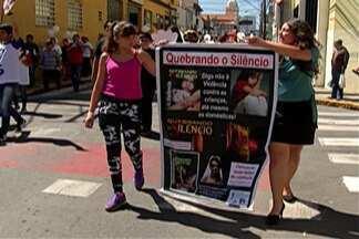Igreja adventista realiza passeata pelas ruas do centro de Mogi - Proposta é conscientizar população sobre violência sexual.