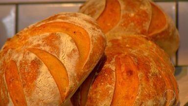 'Sabores e Bastidores' apresenta o universo dos pães artesanais - Assista a seguir.