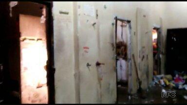 Rebelião em Pato Branco termina com cadeia destruída e 70 transferências - Os presos se rebelaram nessa sexta-feira, 25. Neste sábado, teve coletiva para falar sobre a rebelião.