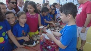 Feira levou noções de empreendedorismo para alunos de uma escola de Macapá - Projetos 'Pequenos empreendedores' é uma parceria entre o Sesi Macapá com o Sebrae. Atividade envolveu todas as turmas do ensino fundamental da escola.