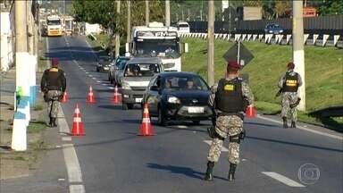 Roubos de cargas despencam no Rio, mas números ainda são alarmantes - O roubo de cargas nas estradas federais que cortam o Rio despencou depois do início do patrulhamento das tropas de segurança.