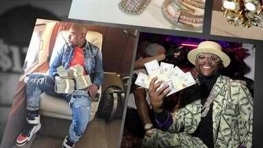 Conheça a vida de pura ostentação de Floyd Mayweather - Mayweather foi o grande vencedor da luta milionária da noite de sábado (26) em Las Vegas. Ele levou para casa o Money Belt - Cinturão do dinheiro.