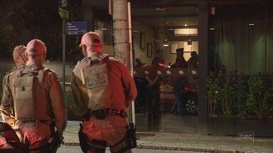 Bombeiros interditam casa noturna em Florianópolis por superlotação - Bombeiros interditam casa noturna em Florianópolis por superlotação