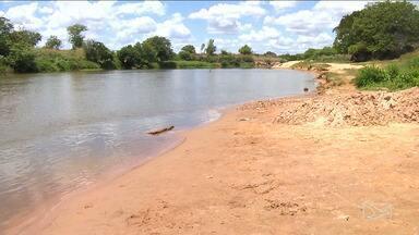 Nível de água do Rio Mearim no MA diminui por conta da estiagem - Em Bacabal, o baixo nível do Rio Mearim já preocupa os responsáveis pelo abastecimento de água na cidade.