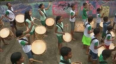 Circuito Comunidade será no Gervásio Maia, no próximo sábado - Conheça o grupo Tambores do Tempo, que faz parte da Escola Viva Olho do Tempo, no Gervásio Maia.