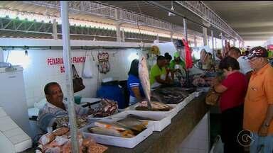 Mercado público de Salgueiro encontra-se em situação precária - De acordo com comerciantes e consumidores, movimento no local vem diminuindo a cada dia.