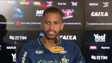 Romulo comenta boa fase da defesa com a chegada de Rueda - Romulo comenta boa fase da defesa com a chegada de Rueda