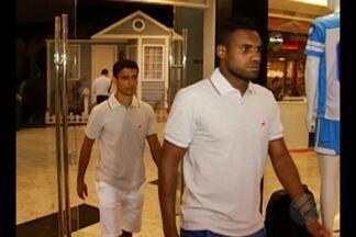Rafael Dumas e Juninho são apresentados em loja do Paysandu - Jogadores treinam no Papão desde o dia 15 de agosto, mas concederam primeira entrevista coletiva.