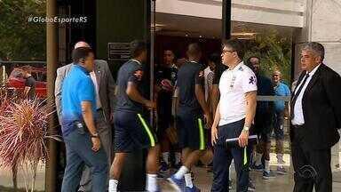 Todos 23 jogadores da seleção já estão em Porto Alegre à disposição de Tite - Grupo ficou completo com a chegada de Marcelo, Roberto Firmino e Casemiro, na manhã desta terça-feira (29).