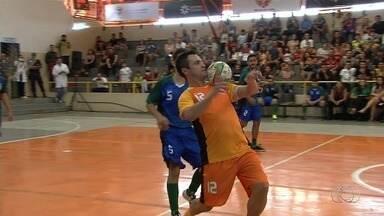 Craque do futsal, Falcão promove jogo beneficente em Goiânia - Jogador disputou partida no último sábado e fez a alegria do público local.