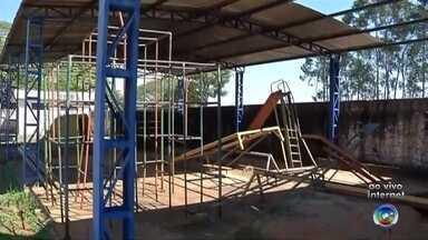 Centro de Lazer e Esporte de Macaubal está abandonado - O Centro de Lazer e Esporte de Macaubal (SP) era para ser um espaço de diversão para os moradores, mas é motivo de tristeza e preocupação. O lugar está abandonado já faz um tempo.