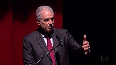 Jornalista William Waack debate cenário brasileiro em palestra no Recife - Evento aconteceu no Teatro RioMar, no bairro do Pina, Zona Sul.