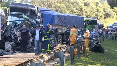 Justiça aceita denúncia contra caminhoneiro acusado de matar seis pessoas em acidente - O acidente foi na BR-277.