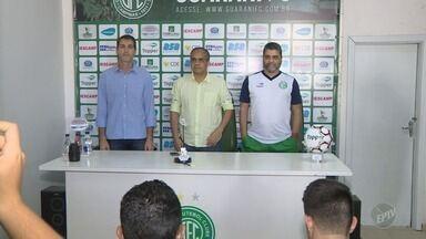 Marcelo Cabo é apresentado como novo técnico no Guarani - Em coletiva, presidente do time Palmeron Mendes Filho explicou a polêmica saída do técnico Vadão.