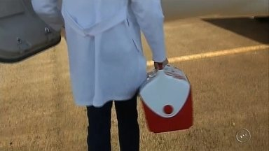 Doação de órgãos mobiliza profissionais em Assis - Várias equipes médicas da capital estiveram nesta terça-feira em Assis para receber os órgãos de um adolescente de 15 anos, cujos familiares autorizaram a doação, Uma corrida contra o tempo para salvar outras vidas.O fígado foi levado para Botucatu e os rins para Marília.