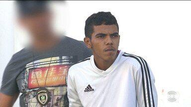 Homem é preso acusado de roubar veículos, em Campina Grande - Segundo a Polícia, o homem usava jaqueta de mototaxista para tomar carros por assalto.