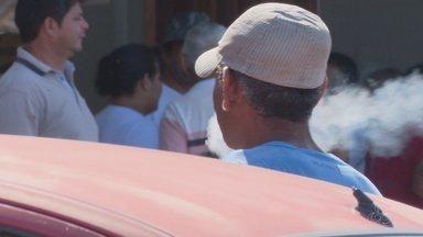 Feirantes e moradores são alertados quanto ao consumo de cigarros, em Macapá - No Dia Nacional de Combate ao Tabagismo, ação com serviços de saúde foi levada para a Feira do Pescado, no bairro Perpétuo Socorro. Feirantes também receberam material educativo sobre os males provocados pelo cigarro.