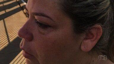 Professora denuncia que foi agredida por mãe de aluno, em Inhumas - Ela conta que mulher não aceitou filho ter sido repreendido em sala de aula. Direção informou que garoto será transferido da unidade.