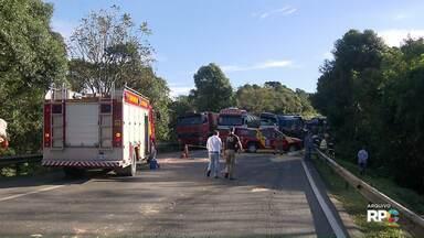 Justiça aceita denúncia do MP contra caminhoneiro acusado de matar seis pessoas na BR-277 - O acidente foi na região de Balsa Nova.