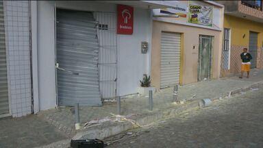 Bandidos explodem caixa eletrônico de banco em Casserengue, no brejo paraibano - Ainda houve uma tentativa de explosão a um caixa eletrônico na cidade de São José de Lagoa Tapada, no sertão do Estado.