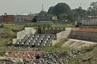 Entrega de obras do piscinão em Poá é adiada mais uma vez - Com a aproximação do fim do ano, quando as chances de temporais aumentam, moradores ficam apreensivos com novas enchentes.