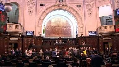 Alerj mantém veto a redução do salário do governador Luiz Fernando Pezão - Os deputados também mantiveram o veto do governador contra dez medidas que reduziriam as depesas do Governo do RJ.