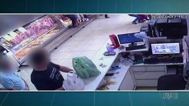 Polícia conclui inquérito sobre a morte de homem em açougue de Maringá - O homem que atirou foi indiciado por seis crimes.