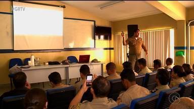 Pms de Petrolina participaram de treinamento para uso de novo aplicativo - O objetivo é tentar coibir a receptação de celulares roubados