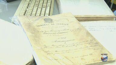 Documentos históricos são digitalizados em Araraquara para facilitar acesso - Mudança faz parte da comemoração dos 200 anos da cidade e consulta ao material poderá ser feita pelo site da prefeitura.