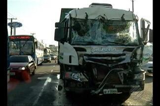 Acidente entre caminhões na BR-316 complica transito em Ananindeua - Os caminhões envolvidos no acidente carregavam botijões de gás.